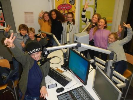Die Radiofüchse haben Spaß im Studio, Bild: Andrea Sievers