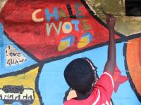 Kind malt bei streetartfestival
