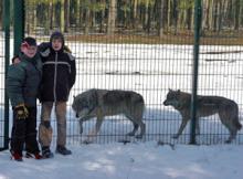 Zwei Kinderreporter besuchen die Wölfe des Wildparks Schorfheide